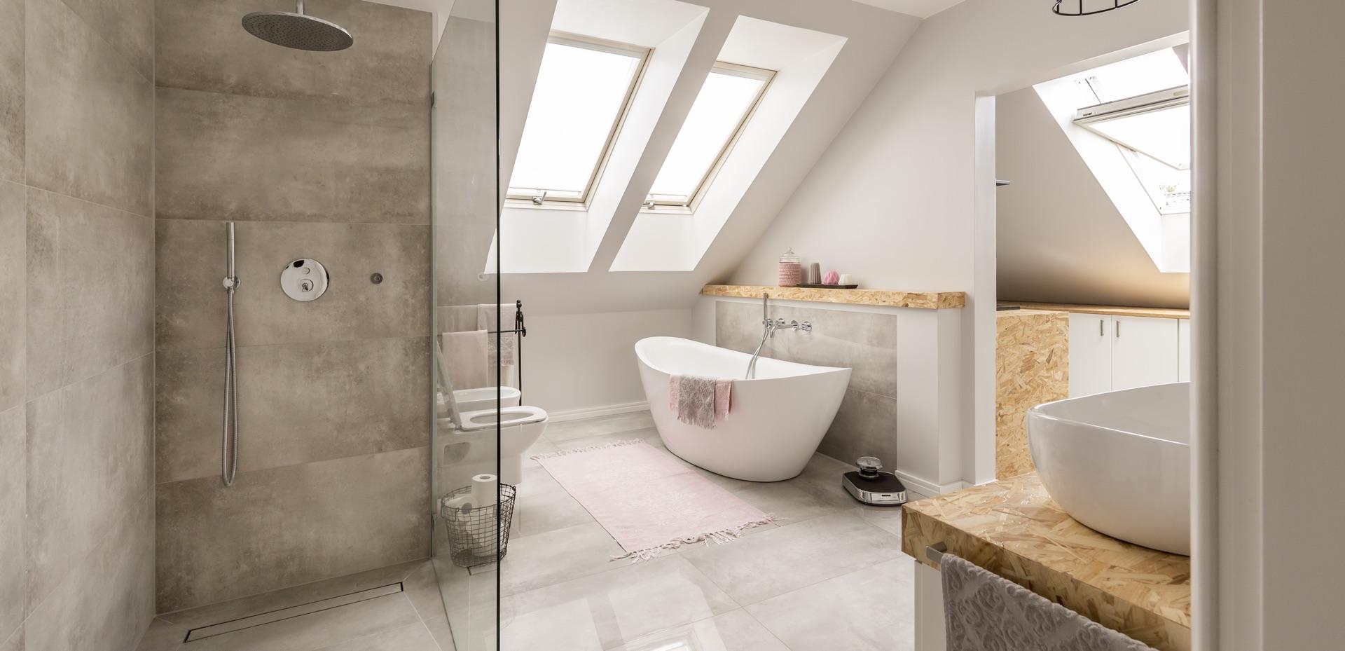 mijn-bad-in-stijl-moderne-badkamer-licht-bruin-wit-bad-douche