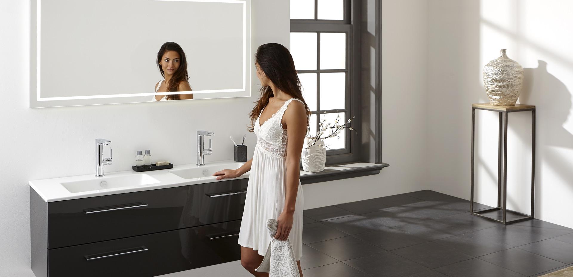 mijn-bad-in-stijl-badkamer-model-spiegel-wit-zwart
