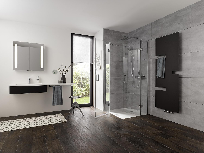 Mijn-Bad-in-Stijl-nieuws-en-trends-badkamers-Eckeinstieg-pendelbar-teilig-geoeffnet