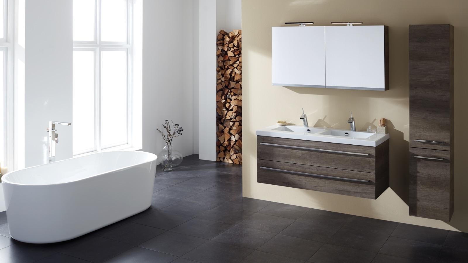 stijl-badkamer-inspiratie-zwart-bruine-badkamer-mijnbad-in-stijl