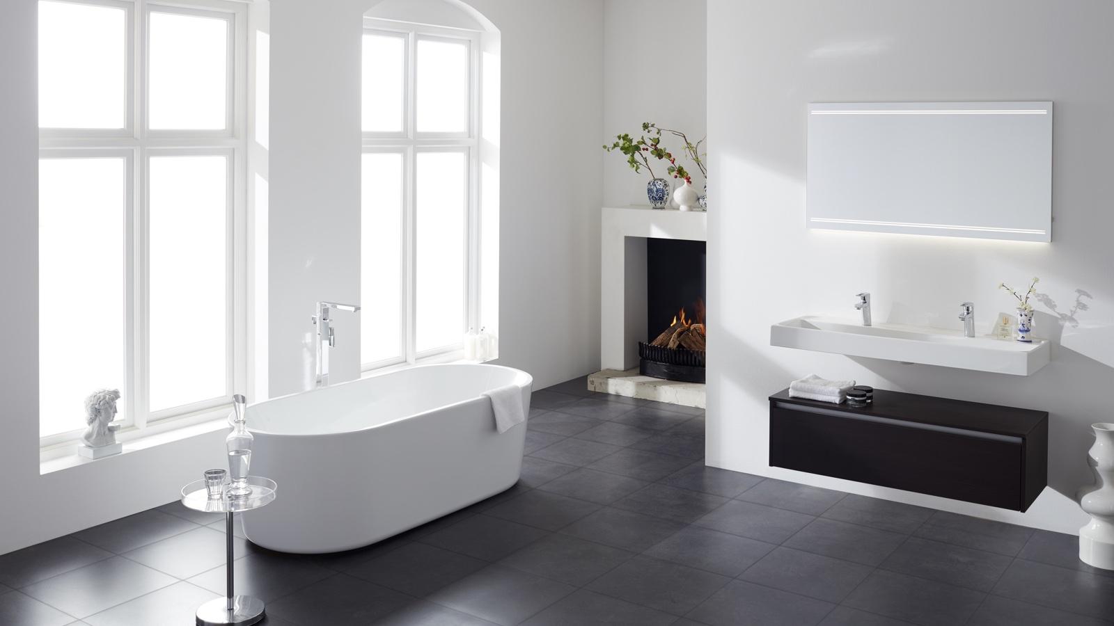 stijl-badkamer-inspiratie-zwart-witte-badkamer-mijnbad-in-stijl