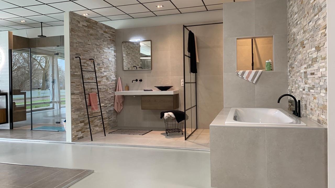 van-den-hazel-beige-beton-badkamer-mijnbad-in-stijl