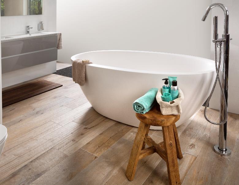 Mijnbadinstijl-moderne-badkamer-badkamerinspiratie-losse-badkuip